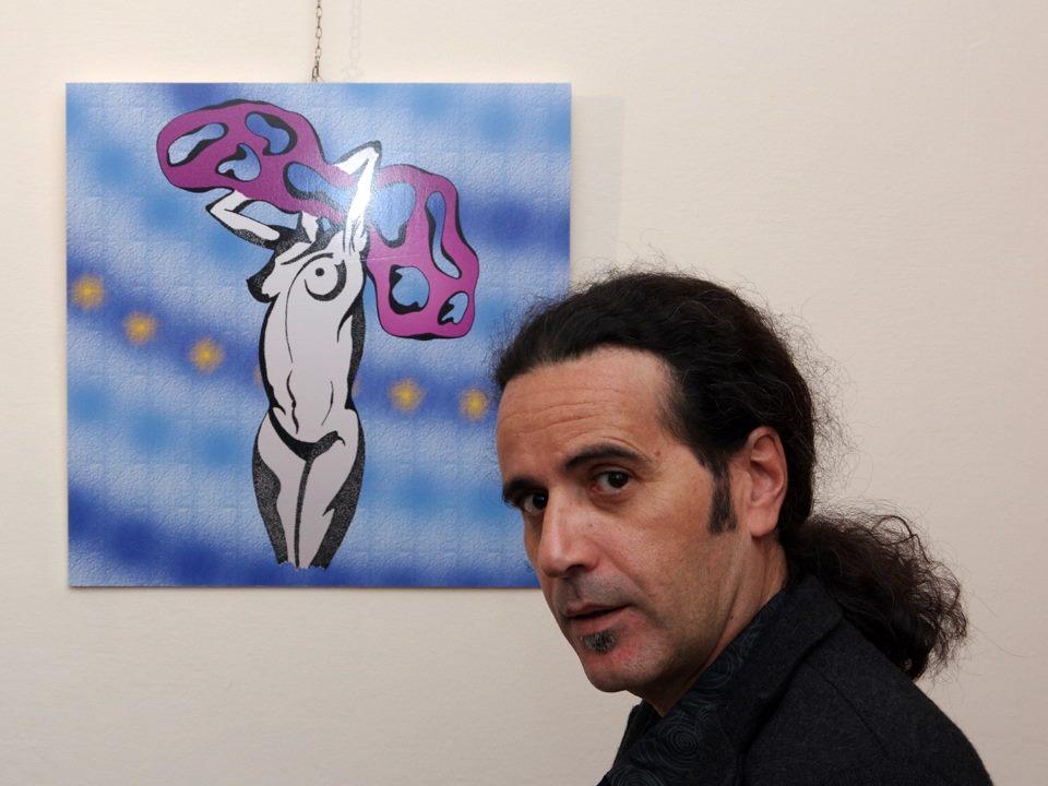 Antonio Caroleo con una sua opera