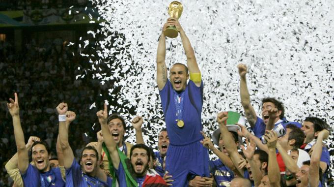 Berlino 2006, Fabio Cannavaro alza la coppa del mondo al cielo