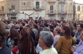 La piazza di Matera gremita (foto: Il Quotidiano della Basilicata)
