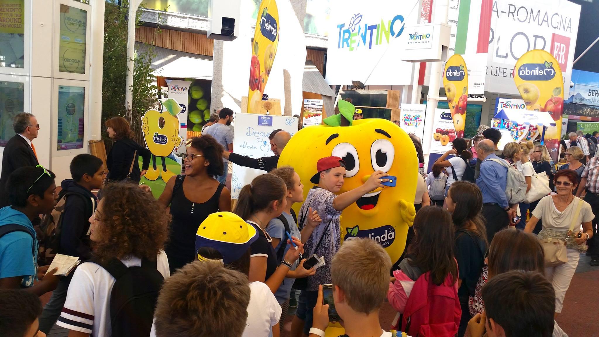 """Lettura/ All'Expo è arrivato il """"tempo delle mele"""" (video)"""