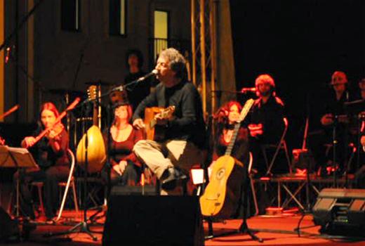 """""""Balla la nuova Italia"""" con la musica popolare di Eugenio Bennato (C1-C2)"""