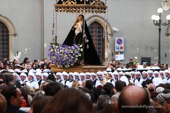 La Madonna Addolorata portata in processione