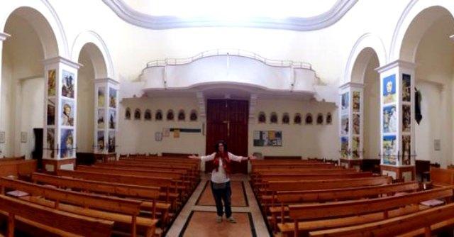 Mabel Morri all'interno della Chiesa San Martino in Riparotta
