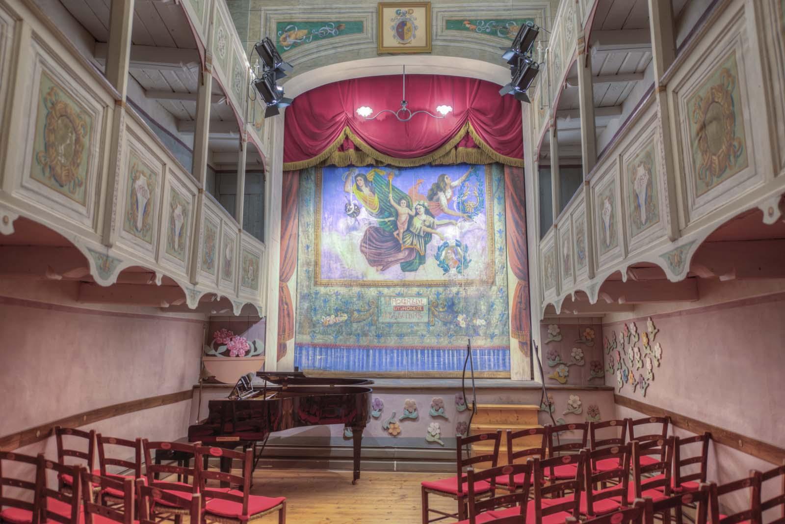 L'interno del teatrino di Vetriano