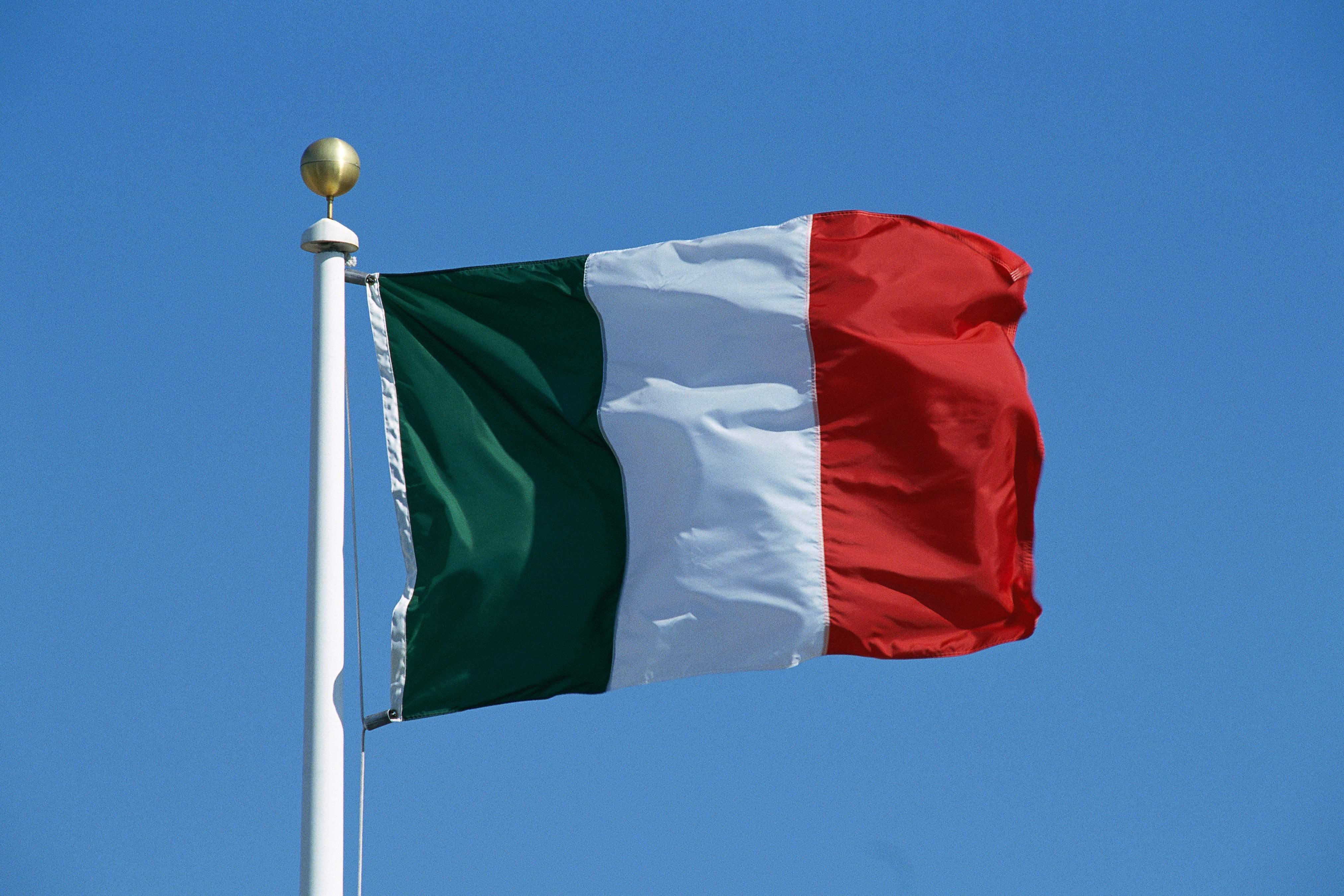 La bandiera italiana celebrata nella festa del tricolore (B1- B2)