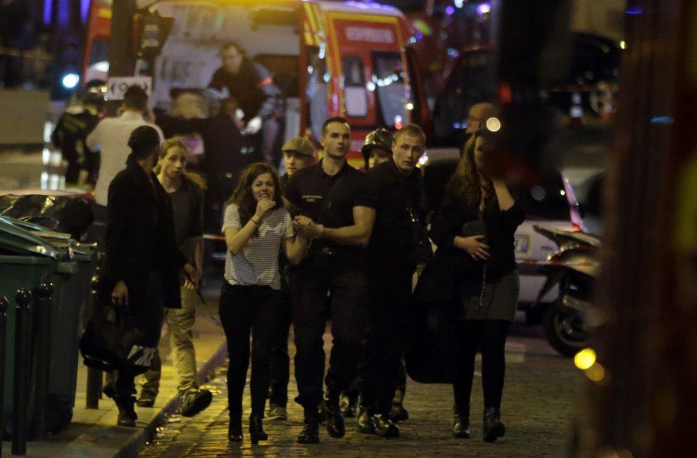 La guerra dentro Parigi. Colpito il cuore dell'Europa (B2-C1)