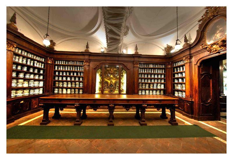 Farmacia degli Incurabili, luogo di incontro tra arte e scienza (C1-C2)