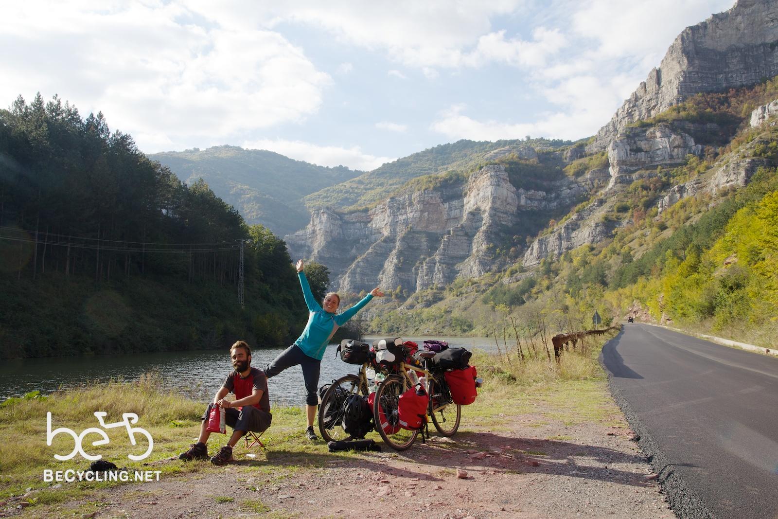 Giro del mondo in bici, l'impresa di due  giovani italiani (B2-C1)